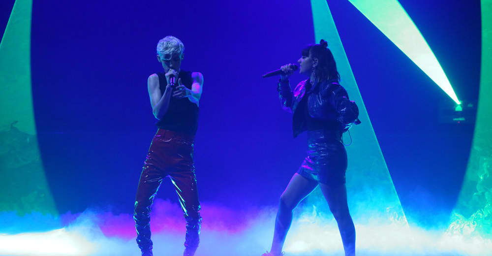 """Watch Charli XCX and Troye Sivan perform """"1999"""" on The Tonight Show"""