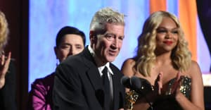 David Lynch finally wins an Oscar, gives two-sentence speech