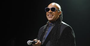 Stevie Wonder announces he will undergo kidney transplant this fall