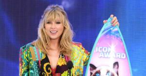 "Taylor Swift announces new single ""Lover,"" receives Teen Choice Icon Award"