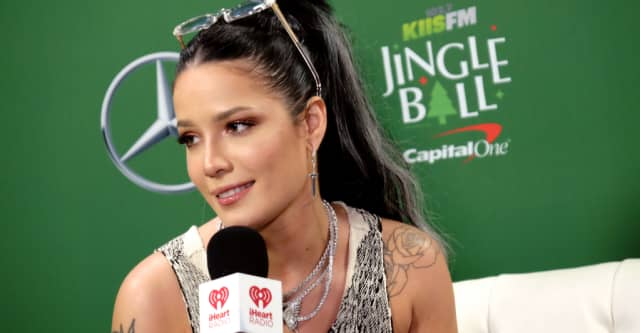 """Watch Halsey perform """"Without Me"""" in tribute to Juice WRLD 1"""
