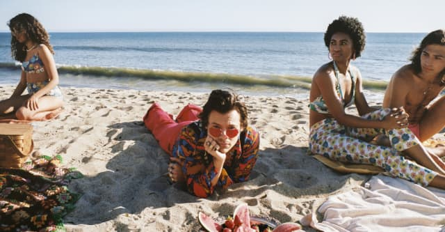 """Watch Harry Styles's summery new video for """"Watermelon Sugar"""" 1"""