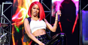Watch Teyana Taylor lose her wig, carry on performing