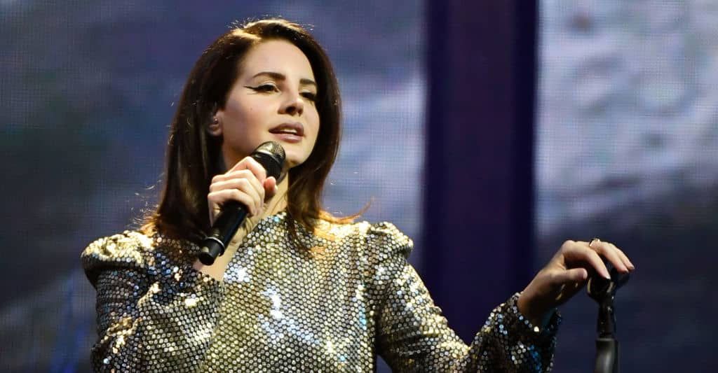 Watch Lana Del Rey cover Joni Mitchell in Seattle