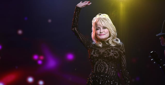 Dolly Parton doesn't want Tennessee to build a statue in her honor yet 1