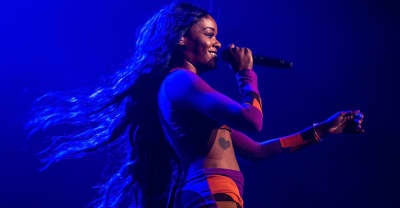 "Azealia Banks returns with bilingual rap song ""Nirvana"""