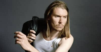 """Watch Alex Cameron And Angel Olsen's """"Stranger's Kiss"""" Video, Directed By Girls's Jemima Kirke"""