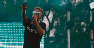 "ILoveMakonnen just goes for it on ""Shoot Shoot"""