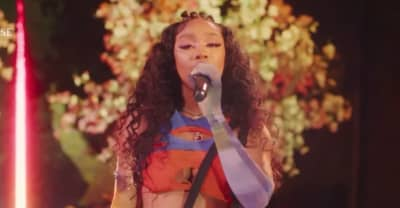 """Watch SZA play new song """"Shirt"""""""