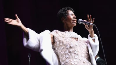Aretha Franklin honored at Detroit Thanksgiving parade