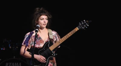 "Angel Olsen performs new song ""Time Bandits"""