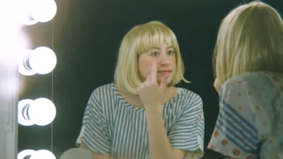 "Cat Cohen hosts a cooking show in Frankie Cosmos' new ""Wannago"" video"