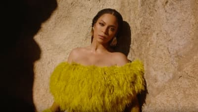 "Watch Beyoncé's new video for ""Bigger"""
