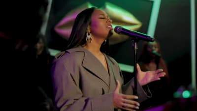 "Jazmine Sullivan's ""Tiny Desk"" concert is here"