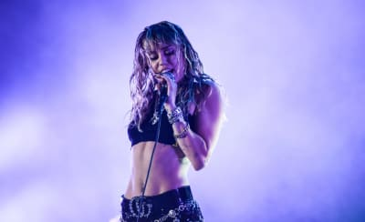 Miley Cyrus covers The Cranberries and The Cure at Save Our Stages Fest