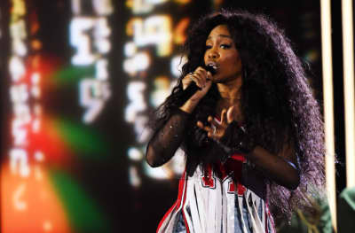 Watch SZA's mesmerizing Grammy performance