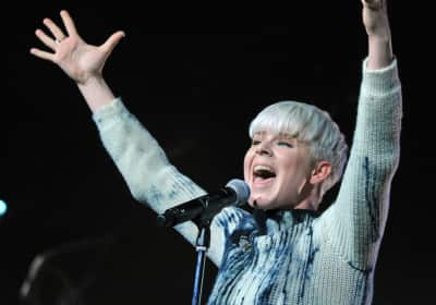"""Robyn teases new song """"Missing U"""""""