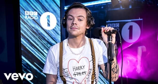"""Watch Harry Styles cover Lizzo's """"Juice"""" 1"""