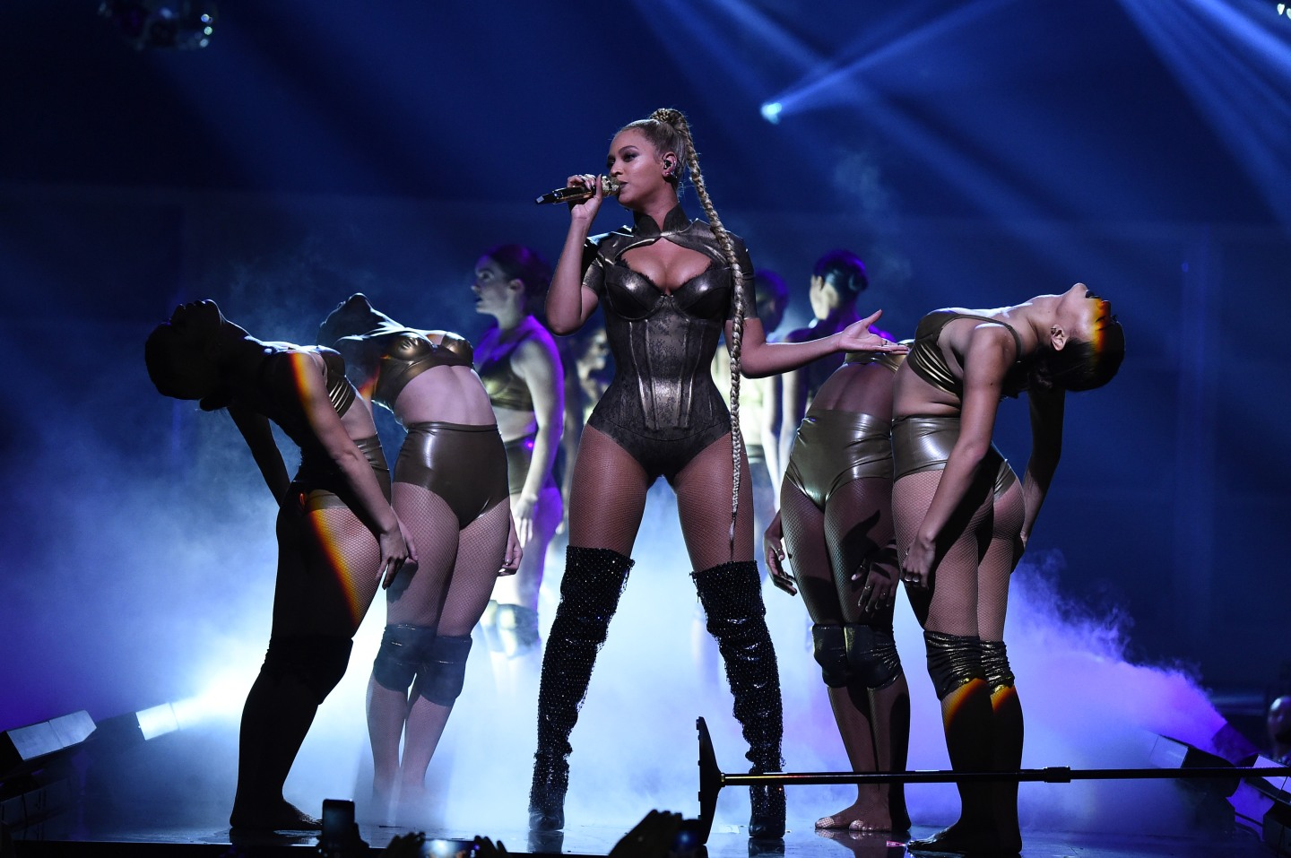 Beyoncé brought back her all-powerful braid for one night