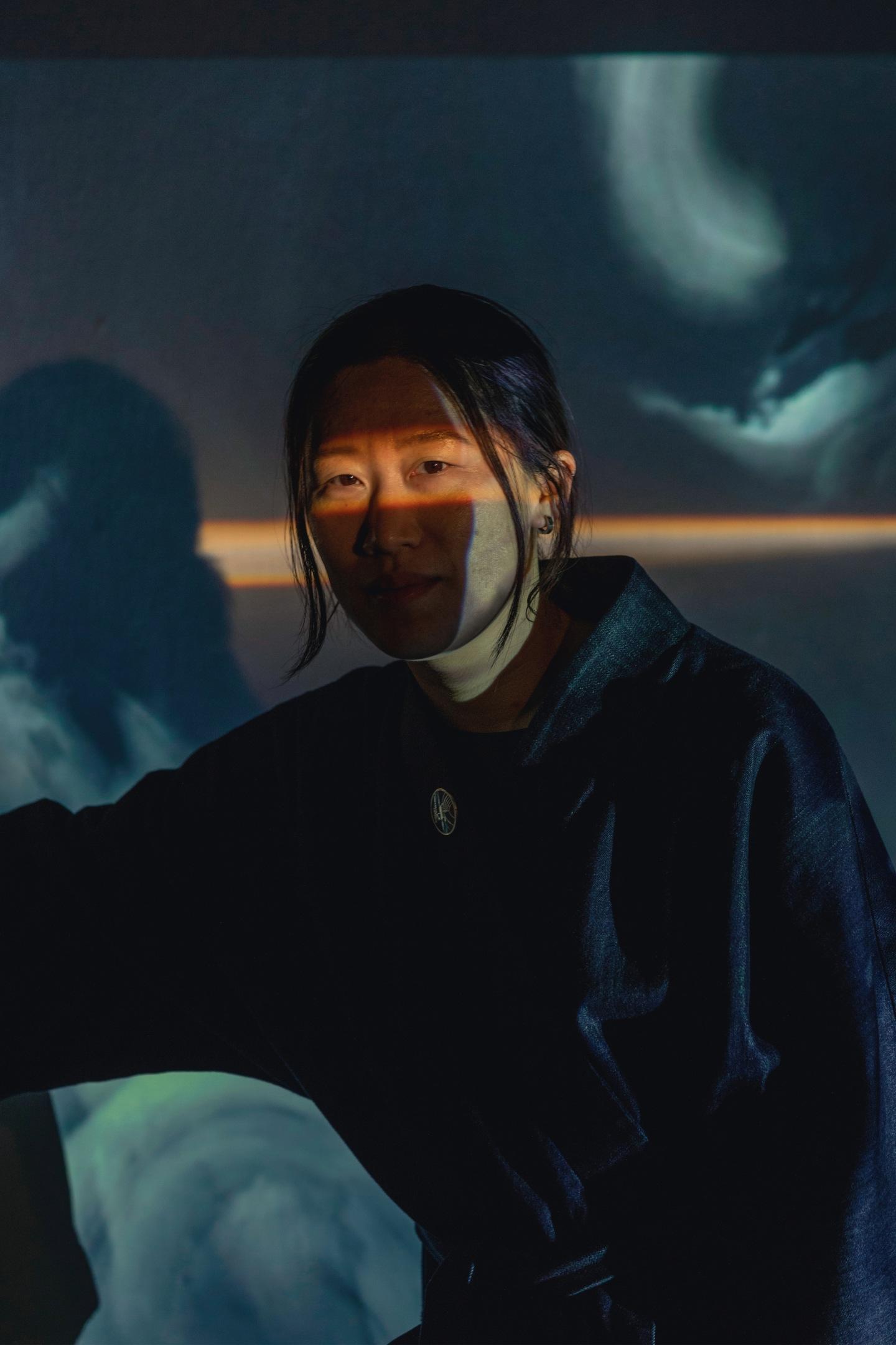 Artist Dyan Jong Moves Time with Light