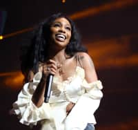 "Watch SZA cover ""Kiss Me"" by Sixpence None The Richer"