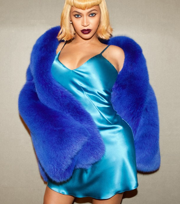 Beyoncé pays homage to Lil Kim for Halloween with 5 iconic looks.