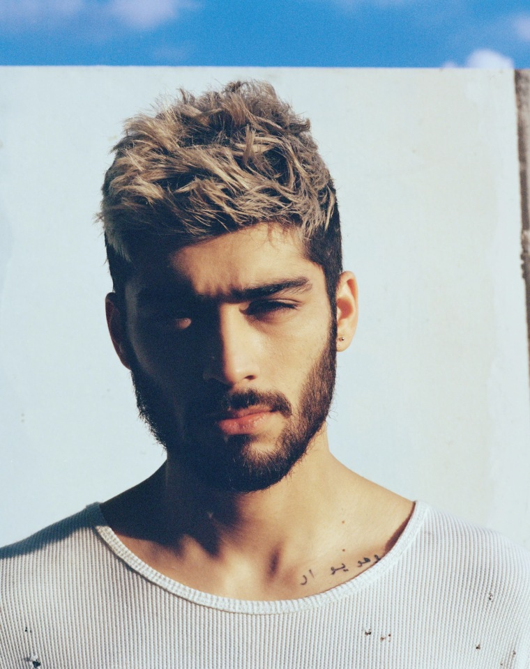 "Zayn Malik Releases An Acoustic Version Of ""Pillowtalk"""