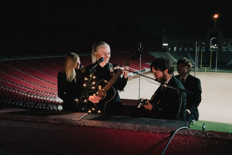"""Watch Phoebe Bridgers play """"ICU"""" and """"Halloween"""" at the L.A. Coliseum"""
