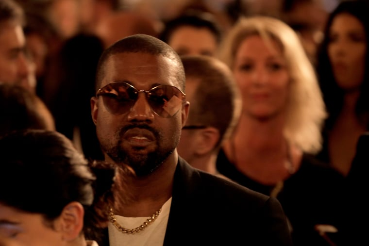 Kanye West says he will teach two art courses in Chicago