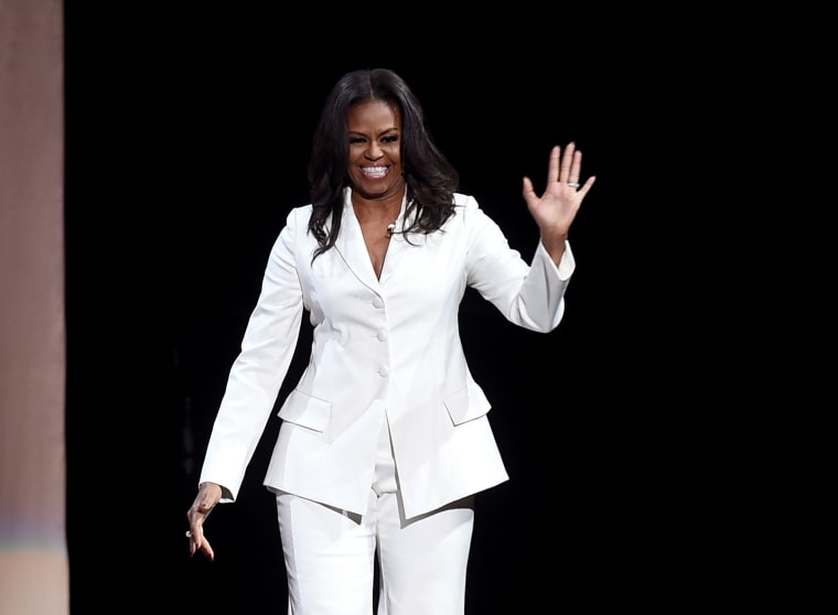 Michelle Obama's book sold 1.4m copies in its first week