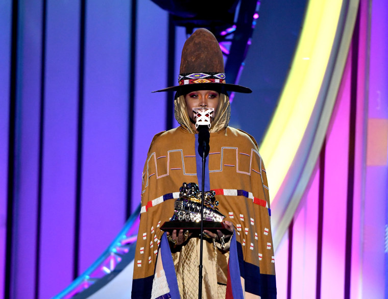 Erykah Badu receives Legend award at 2018 Soul Train Awards