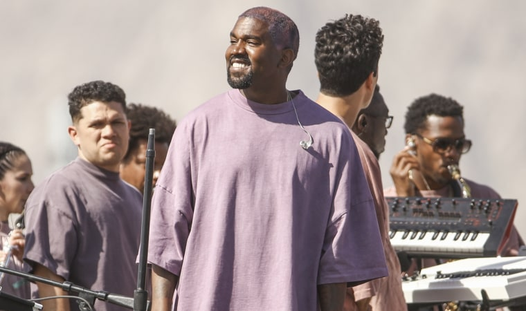 """Watch Kanye West cover """"Sicko Mode"""" at Sunday Service"""
