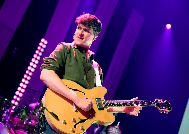 Watch Vampire Weekend cover the <i>Parks and Recreation</i> theme song