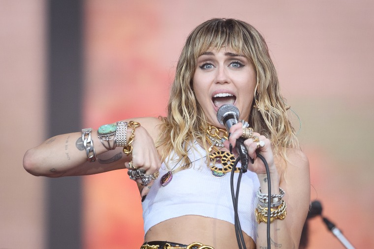 """Miley Cyrus reaches settlement in $300 million lawsuit over """"We Can't Stop"""""""