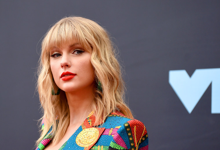 "Appeals court revives Taylor Swift's ""Shake It Off"" lawsuit"