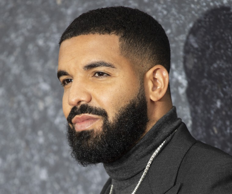 "Drake drops remix of MC Kevin o Chris's ""Ela É do Tipo"""
