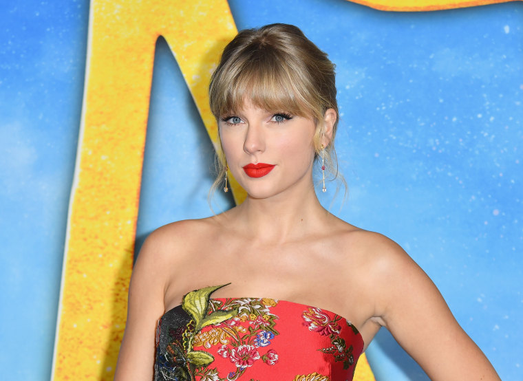 """Watch Taylor Swift debut """"betty"""" at the ACM Awards"""