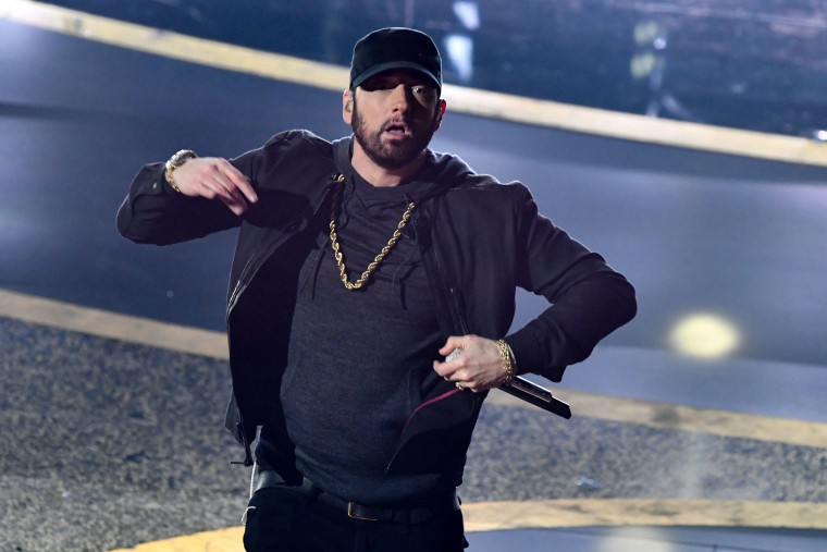 """Watch Eminem perform """"Lose Yourself"""" at the 2020 Oscars"""