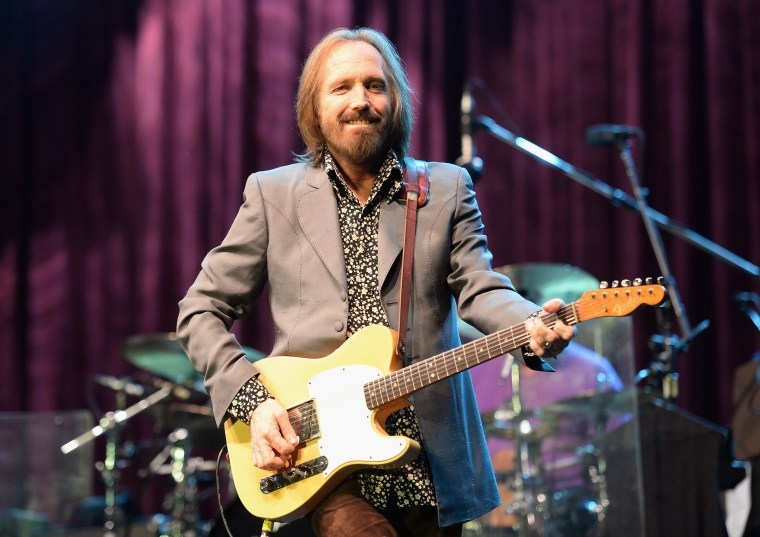 "Report: Tom Petty taken off life support after ""full cardiac arrest"""