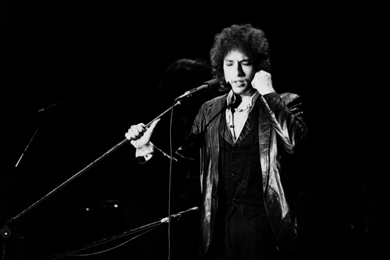 Bob Dylan's guitar sold for $394,500
