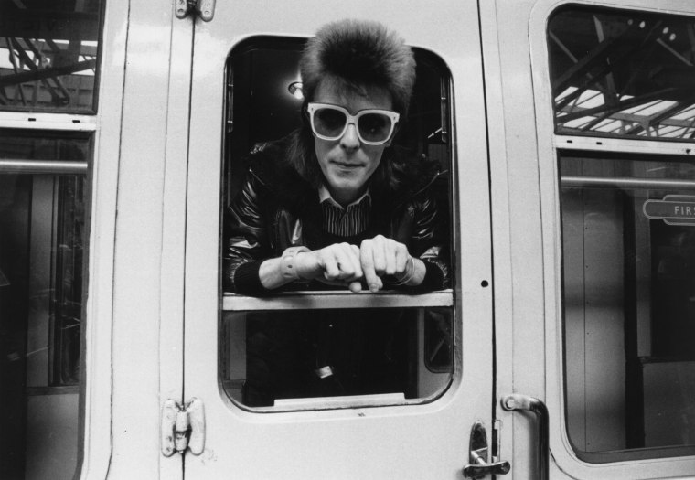 Listen To A David Bowie Tribute Mix On Beats 1 Radio