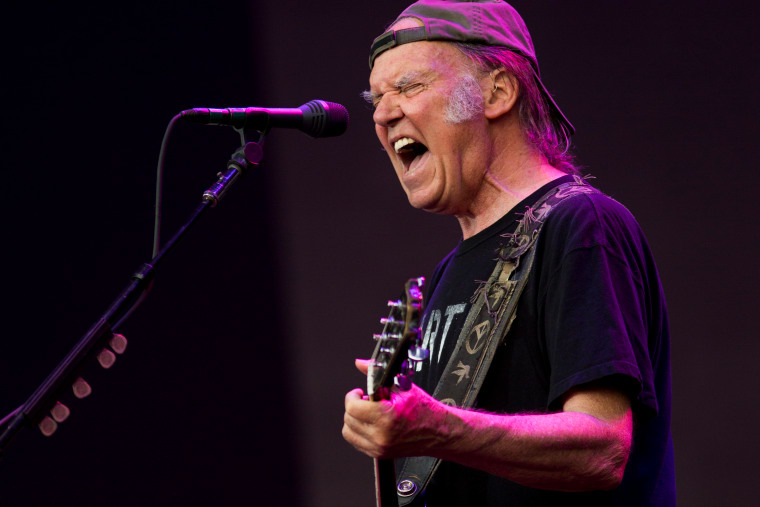 Neil Young Plans To Pull His Music Off All Streaming Services