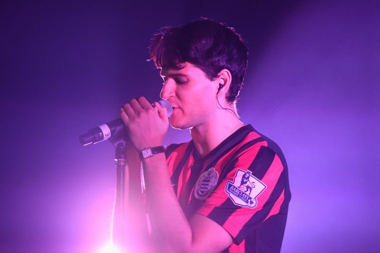 "Vampire Weekend play ""2021"" and ""Sunflower"" live on BBC Radio 6"