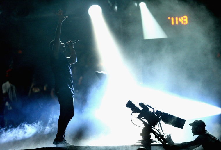 Did Apple Music Block Drake's Lil Weezyana Video Stream On Tidal?