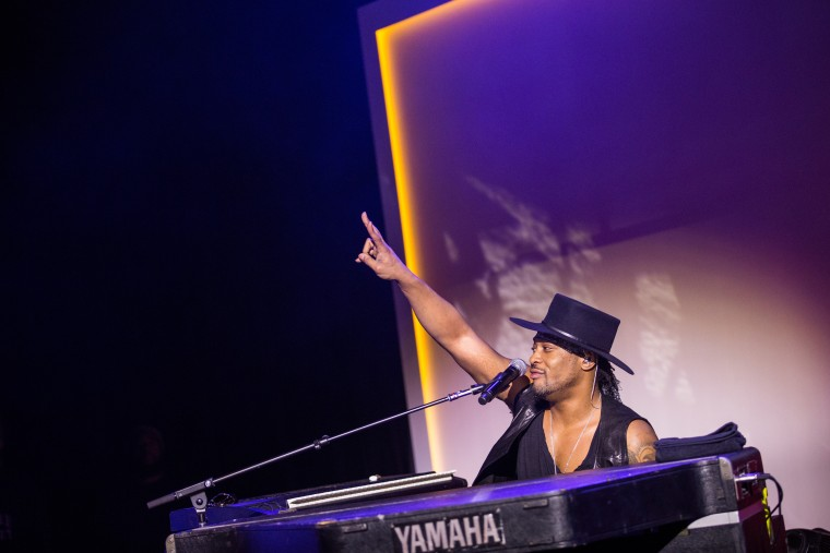 "D'Angelo On Recent Protests: ""What People Call A Riot I Call A Rebellion"""