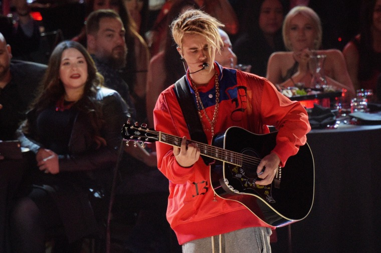 "Watch Justin Bieber Play ""Love Yourself"" And ""Company"" At The #iHeartAwards"