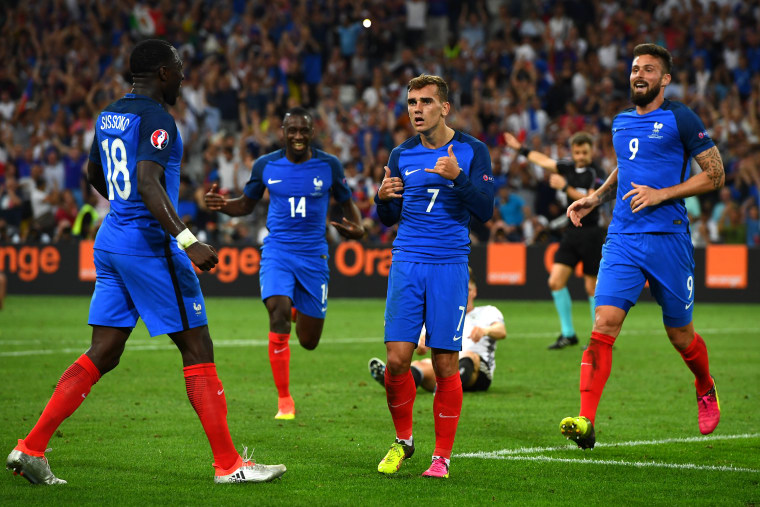 """This French Soccer Star Bravely Refuses To Stop Doing """"Hotline Bling"""" Hands"""