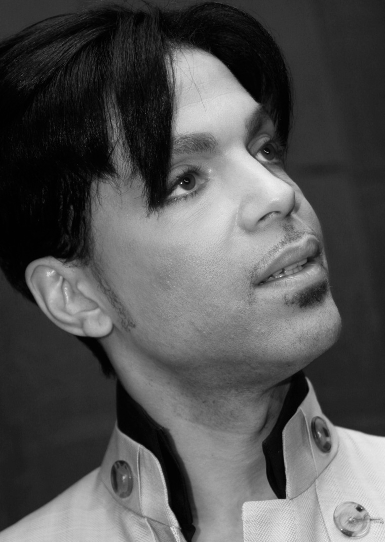 "Sheriff: ""No Signs Of Trauma"" On Prince's Body"