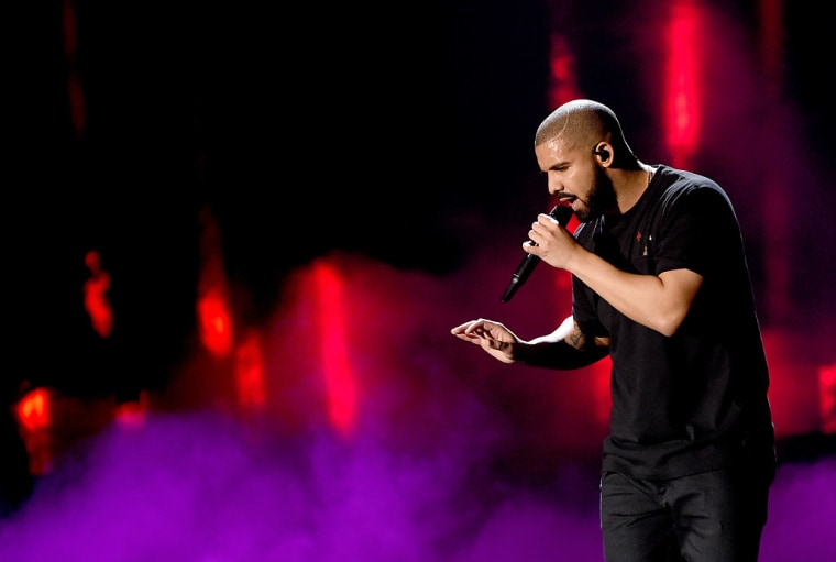 "Drake Performed ""Back To Back"" For The Last Time ""Ever"" On New Year's Eve 