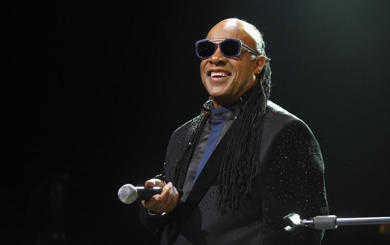 Stevie Wonder announces he will undergo kidney transplant this fall